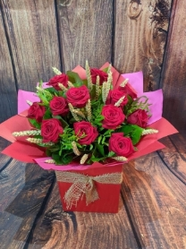 12 Red Rose Handtie